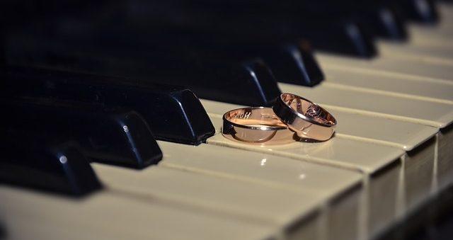 ring-433651_640